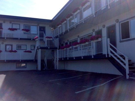 Buccaneer Inn: Pretty, clean, great location
