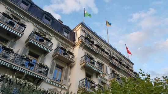 Hotel des Trois Couronnes: Patios are a great place to unwind