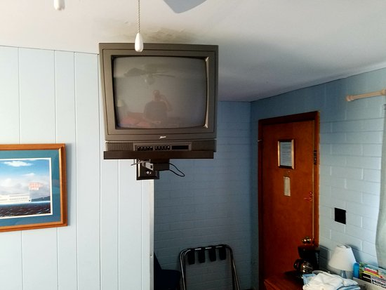Lakeside, OH: Old TV and dangerous bracket sticking out