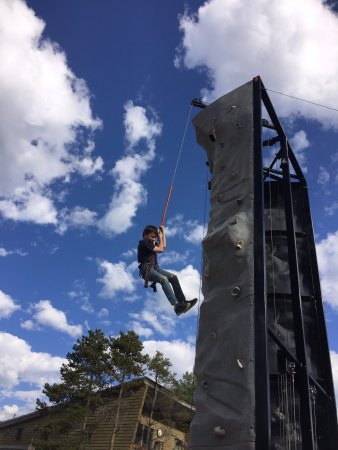 Winter Park Resort : repelling on the climbing wall