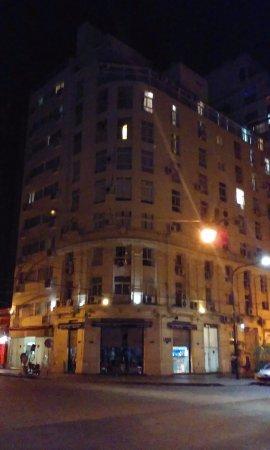 Ker Urquiza Hotel & Suites: Vista desde la calle Roosvelt.