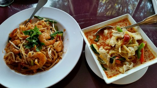 Duarte, CA: On the left Pad Thai with Chicken, on the right Red Curry withCchicken