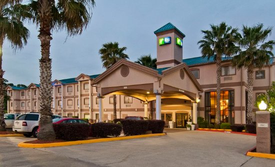 Holiday Inn Express Hotel & Suites Lake Charles: Hotel Exterior