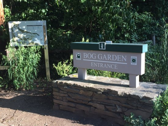 Greensboro, Carolina del Norte: Entrance to the garden on Hobbs Road