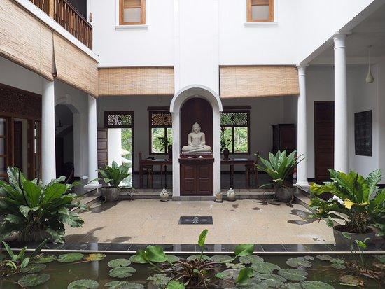 Niyagama House: Atrium