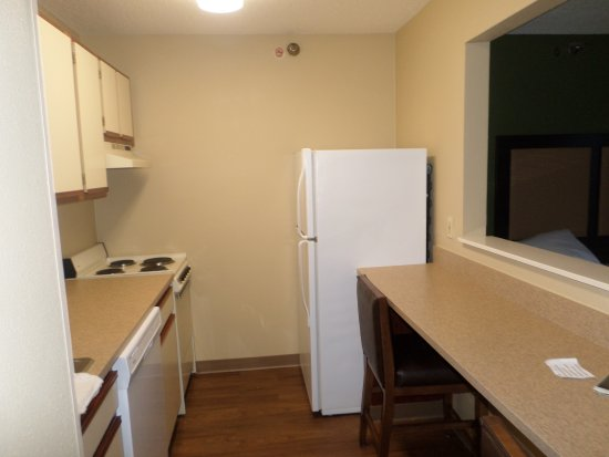 Extended Stay America - Omaha - West: kitchen