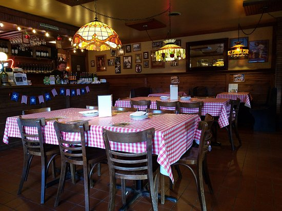 Danelli S Pizzeria Italian Restaurant Best Pizza In The Fox Valley