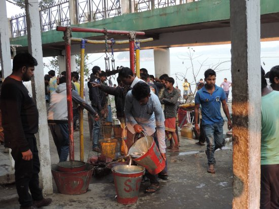 Brahmaputra River: local market in river bank