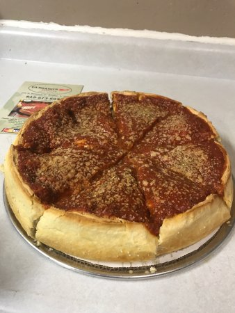 Bradley, إلينوي: This is the best pizza around!  Everything all homemade and best beef sandwiches ever!