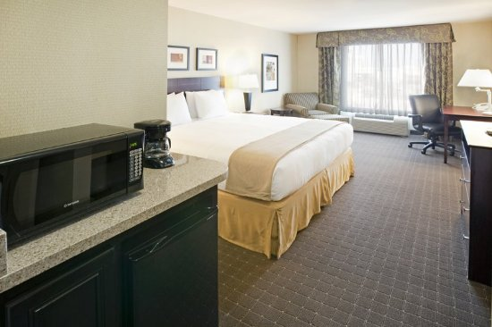 Holiday Inn Express Eagle Pass: King Bed Guest Room