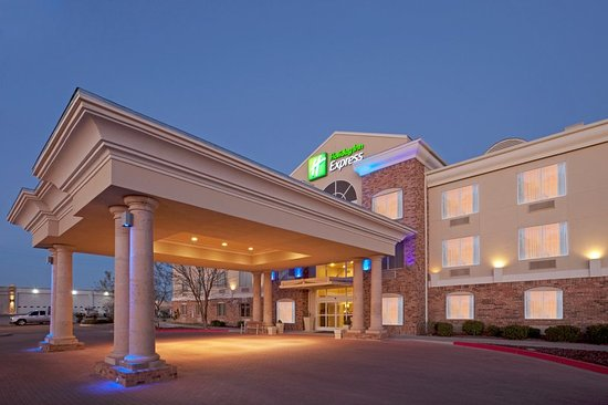 Holiday Inn Express Eagle Pass: Hotel Exterior