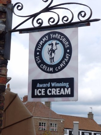 Easingwold, UK: The Best place in town for a yummy dairy icecream, plenty of flavours