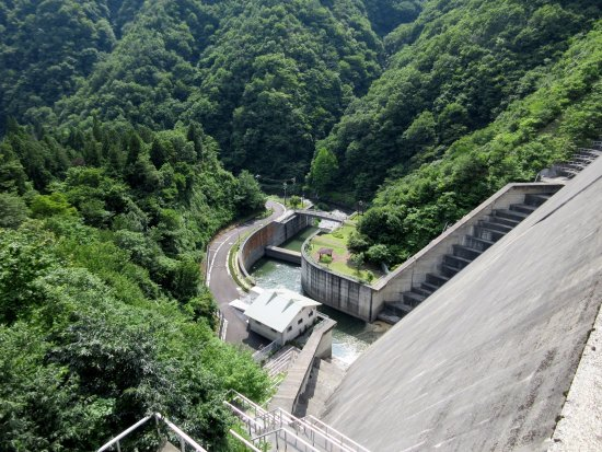 Maibara, Japan: ダム直下の様子。