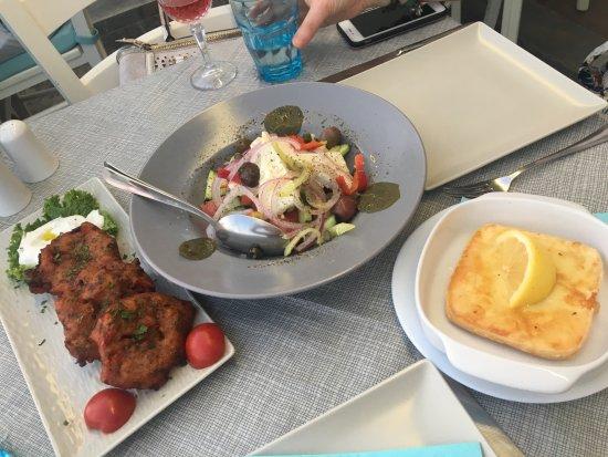 Remvi Restaurant : Zucchini fritters, greek salad & saganaki