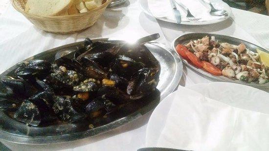Sucuraj, Croacia: grilled mussels; octopus salad