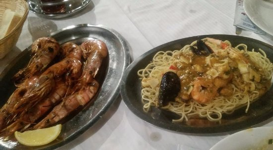 Sucuraj, โครเอเชีย: grilled shrimps; seafood spaghetti