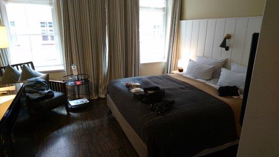 kleine sitzecke bild von henri hotel hamburg downtown hamburg tripadvisor. Black Bedroom Furniture Sets. Home Design Ideas