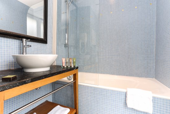 Avalon Suites Paris Gare du Nord: Baignoire ou douche