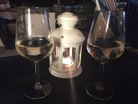 Ristorante Almyra: Calici di vino.