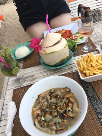 This place is amazing! Mussels, mojito, coconut and sweet sour chicken