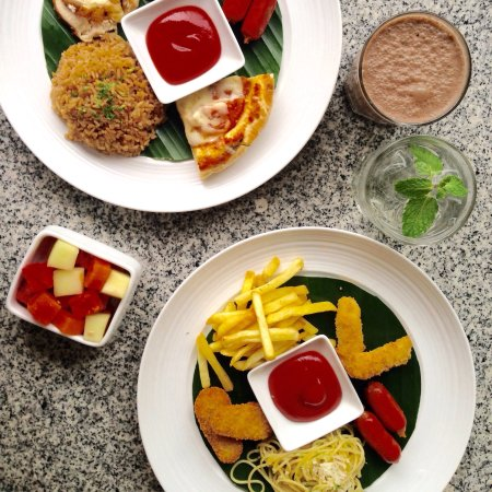 gourmet cafe at dewi sri now with fresk look clean instagramable comfortable