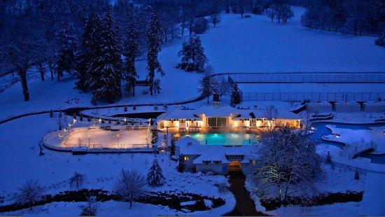 Hot Springs, VA: Winter Night Pool View