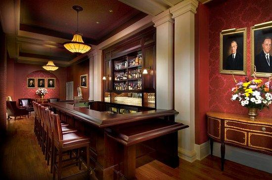 Hot Springs, VA: Lobby Bar