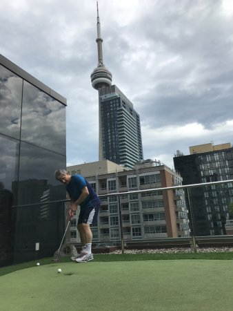 Le Germain Hotel Toronto Mercer: Iconic shot for golfers from the top of the hotel!