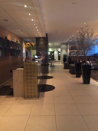 Clarion Collection Hotel Aurora: Bancone Staff