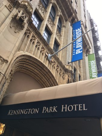 The Kensington Park Hotel: Eingangsbereich des Hotels direkt an Union Square