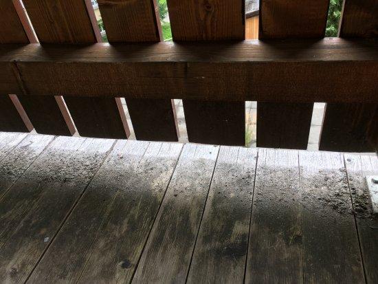 Hotel Jungfrau: Unswept balcony