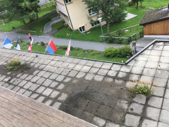 Hotel Jungfrau: Badly maintained terrace