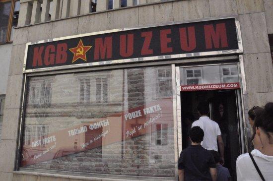 Музей КГБ: הכניסה