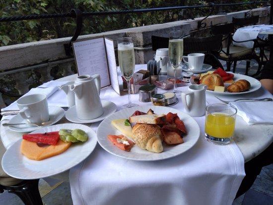 Hotel Majestic Roma: 朝食テラスにて