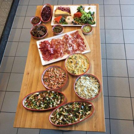 Dennis Cooking Place: catering: een tafel vol tapas