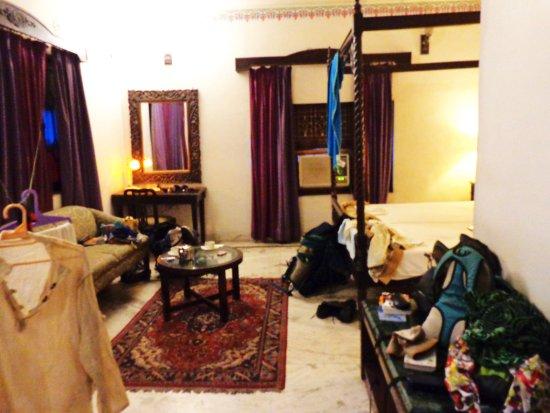 Hotel Sakura: Vaste chambre avec du cachet ! (désolé pour le linge :-( )