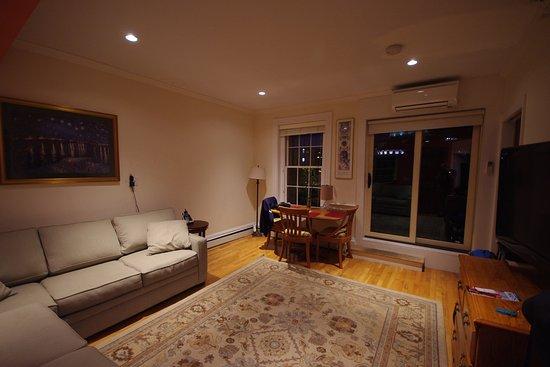 Il soggiorno con il divano letto - Picture of Copley House, Boston ...