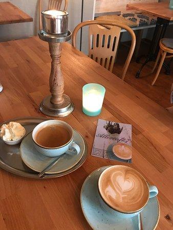 Café Crema und Cappuccino