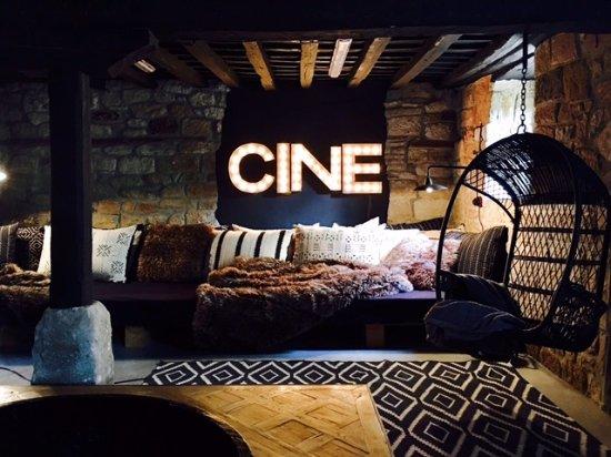 Valderredible, Spain: Cine