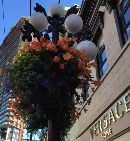 Vancouver Marriott Pinnacle Downtown Hotel: Gastown.... also walkable from this location.....