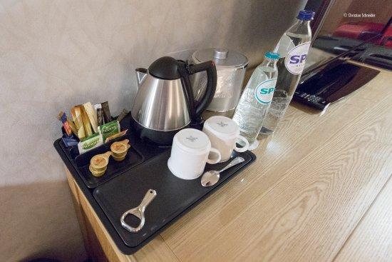 Soestduinen, Nederländerna: Hilton Deluxe King bed room, itens cortesia