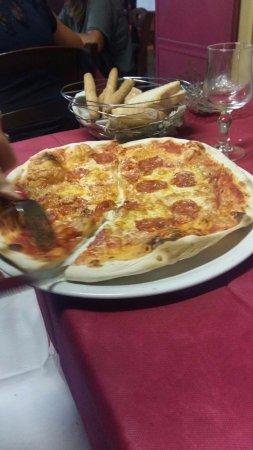 Monterchi, Италия: Pizza salamino piccante