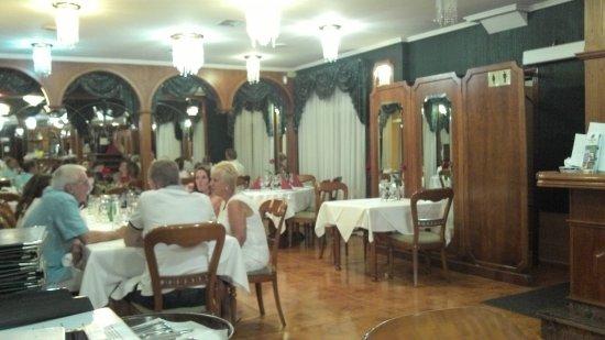 RESTAURANTE BUDAPEST: vue de la salle à manger