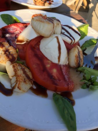 Uxbridge, MA: Caprese salad with scallops - very fresh