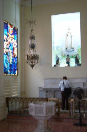Granada, Nicaragua: Chapel to the right.