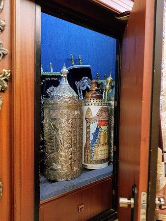 Almog, Israel: des dizaines de siphrei torah a la disposition des fideles