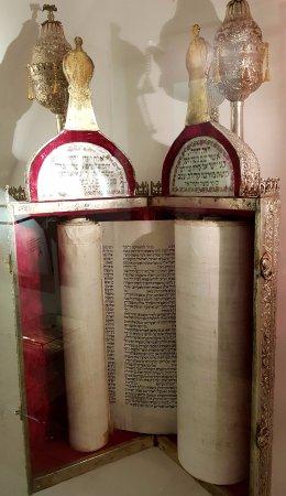Almog, Izrael: le sepher ouvert