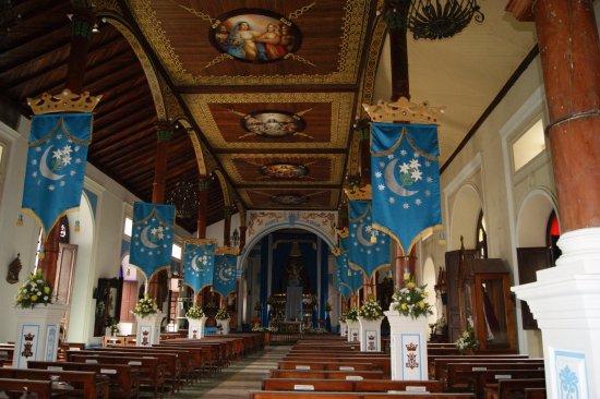 Granada, Nicaragua: Inside the front door looking up
