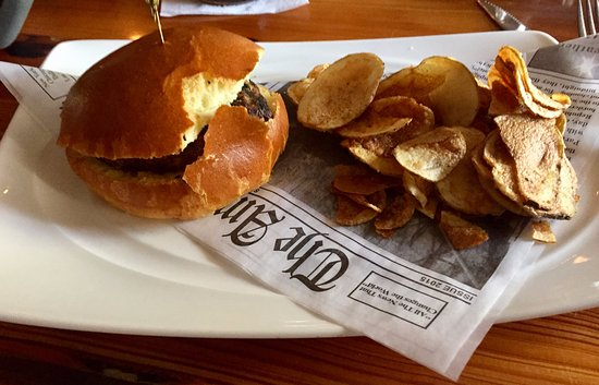 Clarks Summit, PA: The Plain Burger and Chips