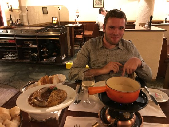 Walliser Kanne: The cheese fondue and the sausage with rösti